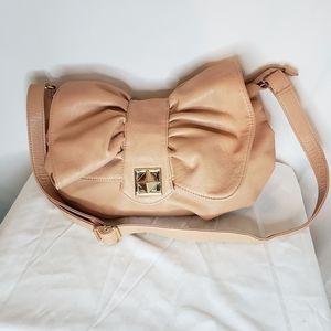 Call it Spring Bow shoulder bag adorable 🥰